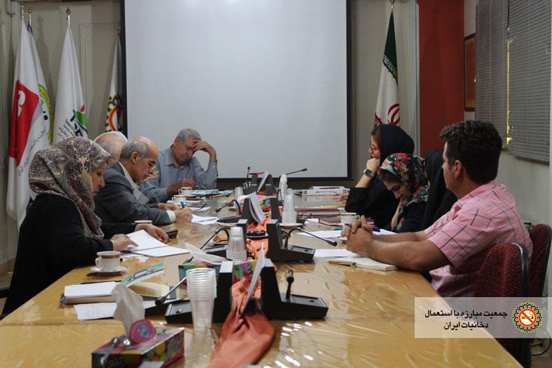 ارائه گزارشات فعالیت های انجام شده و اهداف جمعیت در جلسه مدیران جمعیت مبارزه با استعمال دخانیات ایران